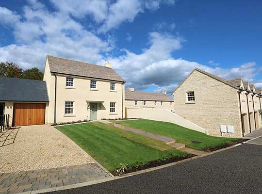 MAKE A BREAK FOR A NEW HOME IN THE COTSWOLDS